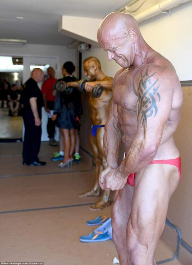 3737587600000578-3740038-The_bodybuilders_took_part_in_a_range_of_classes-m-23_1471194285734