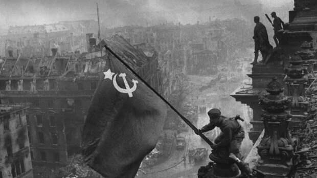 Знамя Победы: Европа мстит России за освобождение