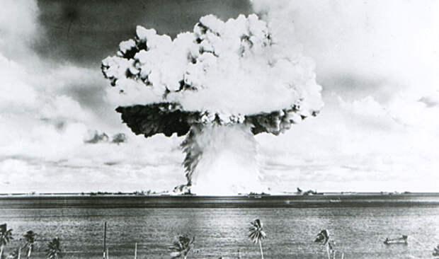 """В 60-е годы США планировали Третью мировую войну, чтобы вернуть РФ и Китай в """"каменный век"""""""