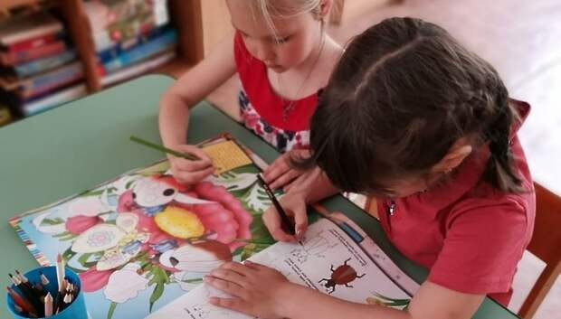 Жителям Подмосковья напомнили, как записать ребенка в дежурную группу детсада