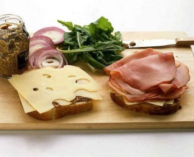Классический бутерброд отличный вариант для сытного завтрака.