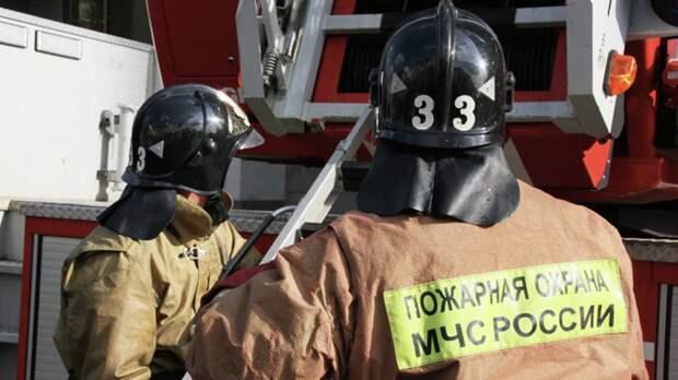 Спасатели эвакуировали 23 человека из-за пожара в доме на Алтае