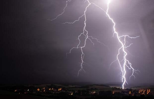 Три пожара произошло в Удмуртии из-за ударов молний