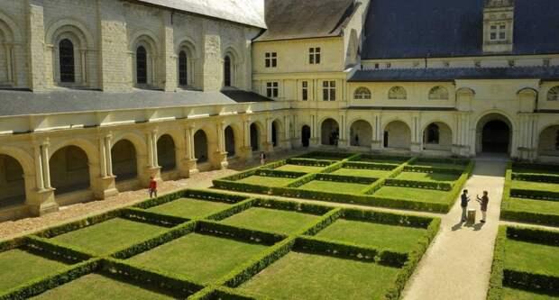 Виртуальная прогулка по аббатству Фонтевро