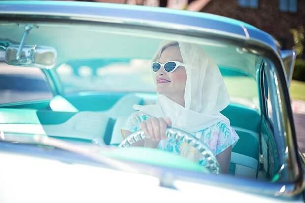В Старинном Стиле 1950-Х, Красивая Женщина