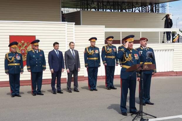 Полк дивизии имени Дзержинского награжден орденом Кутузова