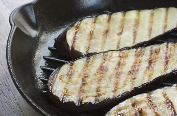 Измельчаем свеклу и добавляем чеснок с лимоном: готовка 10 овощей по-новому
