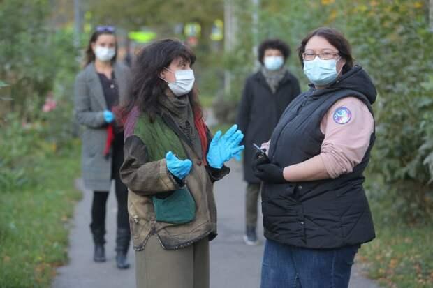 Собираясь компаниями, не забудьте надеть маску и перчатки / Фото: Артур Новосильцев