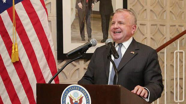 Посол США в России Джон Салливан отказывается покидать РФ