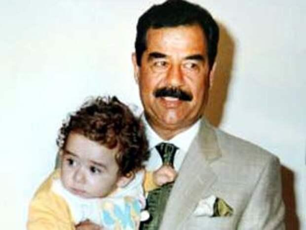 Саддам Хусейн с внуком Мустафой