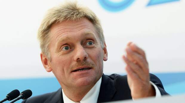 Песков назвал «вопиющим событием» замену белорусского флага в Риге