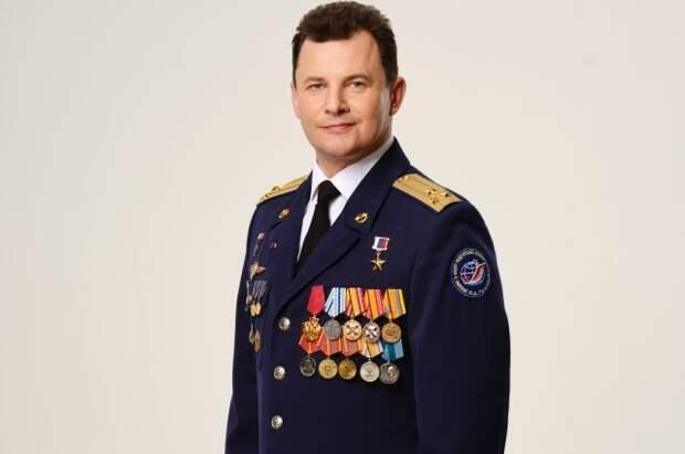 Героя России Романа Романенко наградили медалью Министерства обороны
