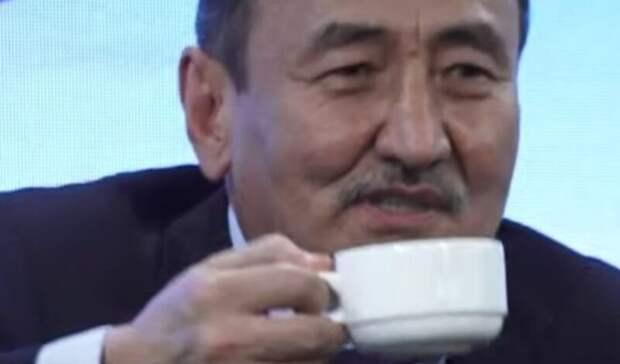 Аконитом против ковида: Министр здравоохранения Киргизии принял яд в прямом эфире