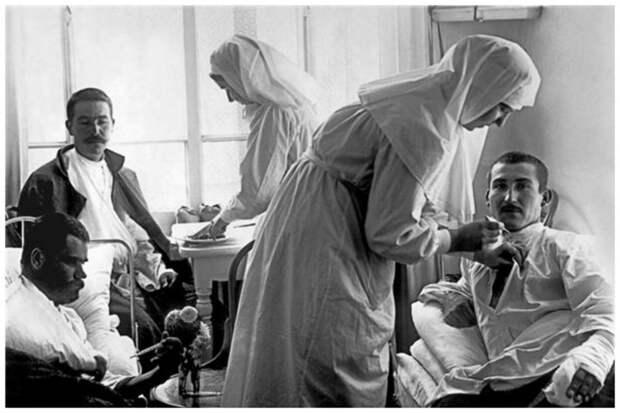Первый год работы был испытательным, где проверялись душевные и физические качества, необходимые для работы, который могли выдержать только сильные духом женщины. интересное, история, медсестры, подвиг, факты