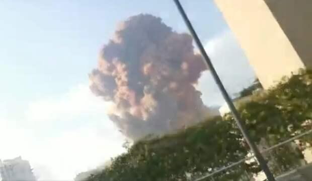 В Бейруте в районе порта прогремел мощный взрыв