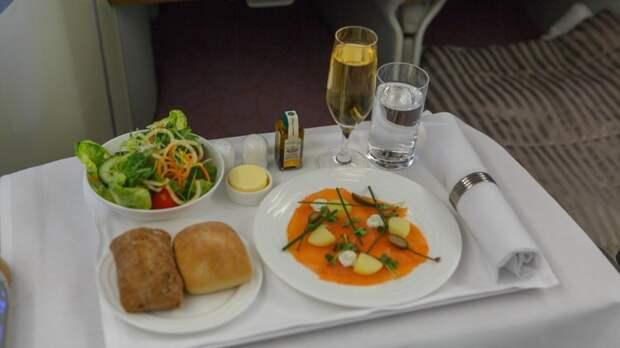 Россиянин рассказал, как можно поменять в самолете эконом-класс на бизнес без доплат