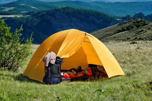 В поход летом. Как выбрать туристическую палатку