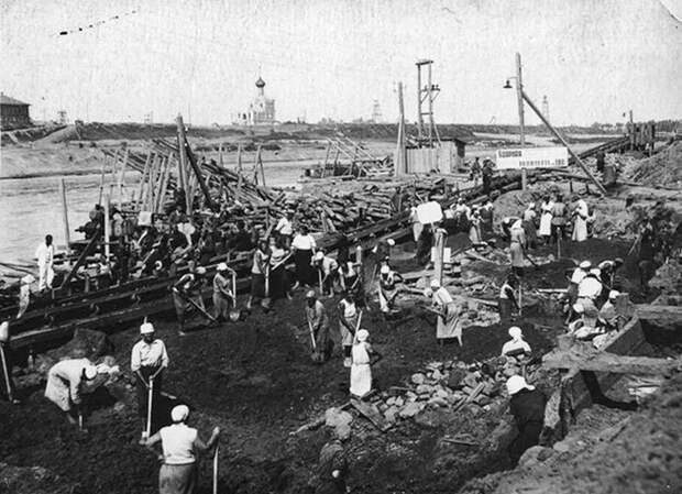 Как заключенные ГУЛАГа выкопали море посреди страны