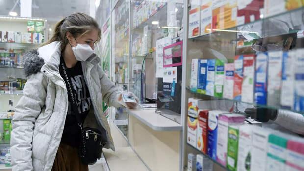 Покупка лекарств в одной из аптек Симферополя - РИА Новости, 1920, 13.11.2020
