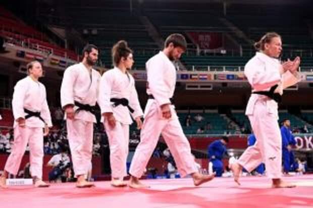 Российские дзюдоисты проиграли команде Японии в полуфинале турнира на Играх