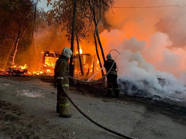 ВЕкатеринбурге загорелись частные дома. «Предположительно, подожгли пух»