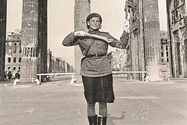Мария Лиманская: судьба самой знаменитой регулировщицы