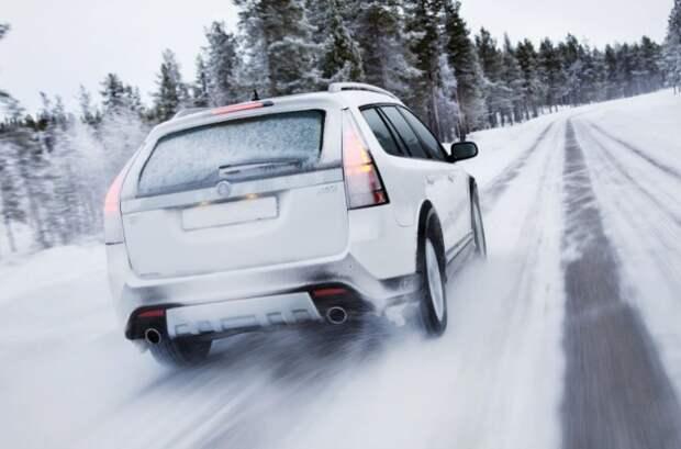 Зимние поездки быстрее изнашивают двигатель автомобиля.