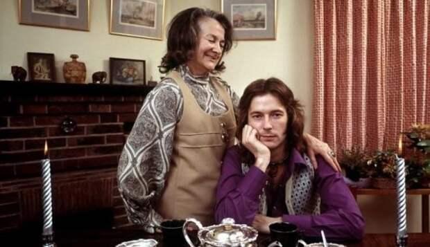 Эрик Клэптон позирует с матерью Патрисией Молли Клэптон для журнала TIME, 1971 год