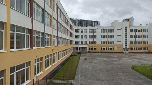 Регионы усилят меры безопасности в школах после трагедии в казанской гимназии