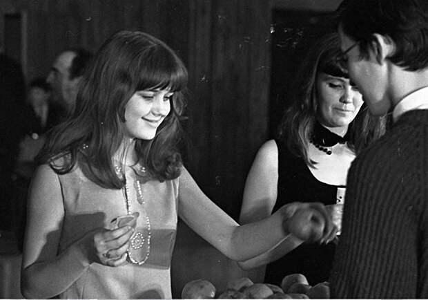 Десятикласница Ирина Алфёрова - участница советского конкурса красоты в 1968 году