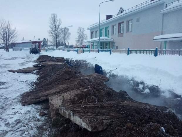 В Кизнере из-за аварии на трубопроводе отключили отопление в 24 домах