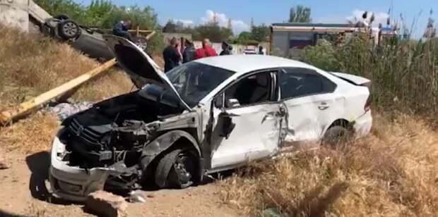 Две машины упали с моста в Крыму, погиб водитель