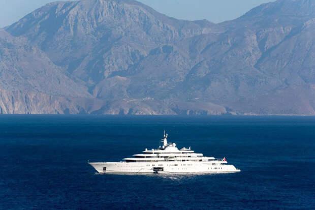 Forbes рассказал о новой 145-метровой яхте Абрамовича