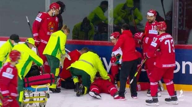 Жуткая травма хоккеиста на чемпионате мира. Белорус Лисовец не мог пошевелиться, его унесли на носилках