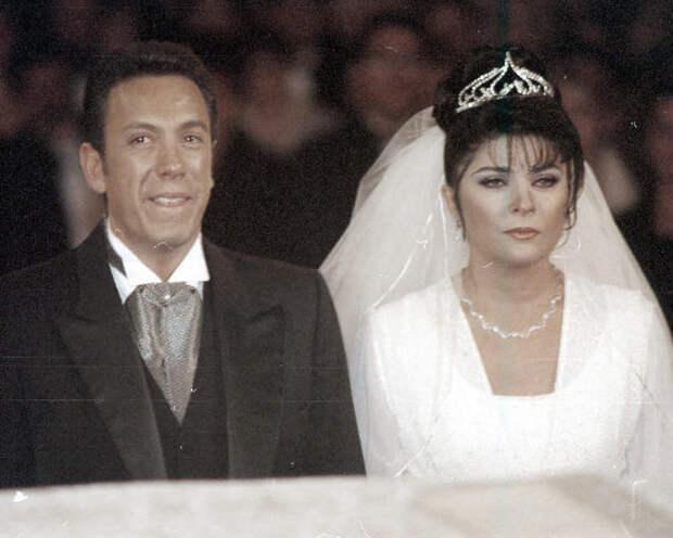 Шлейф свадебного платья актрисы составлял почти сорок метров