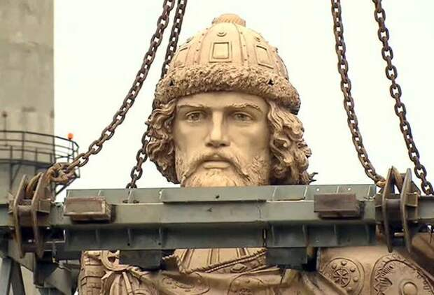 Памятник кагану Владимиру начали возводить ночью