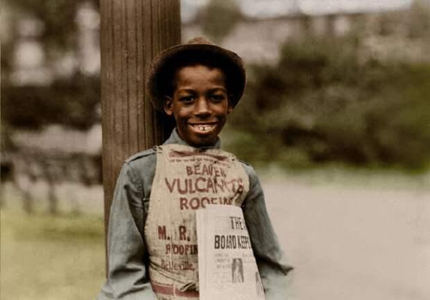 11-летний Роланд, продавец газет из Ньюарка, штат Нью-Джерси.