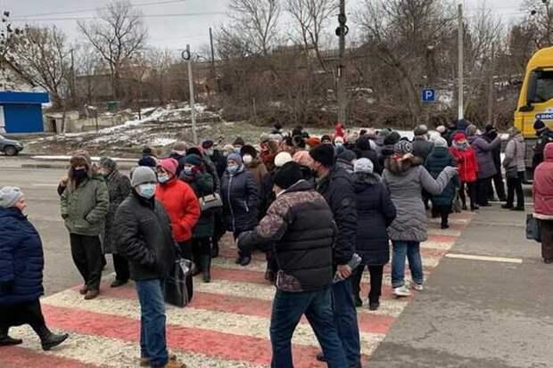 Украину охватывают бунты с требованием российской вакцины