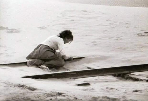 Сцена сумасшествия жены Верещагина, не вошедшая в окончательную версию фильма «Белое солнце пустыни»