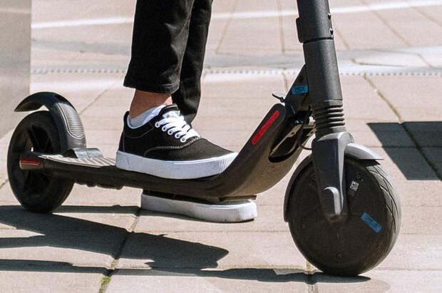 Электросамокатам вставят палки в колёса