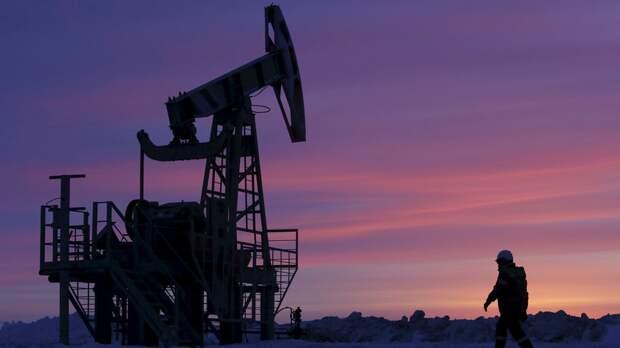 Цены на нефть снижаются на 2,5—3%