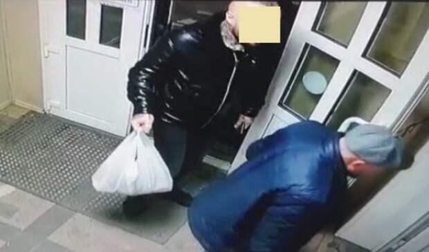 Мужчину счерепами наруках подозревают вграбеже иищут воВладивостоке