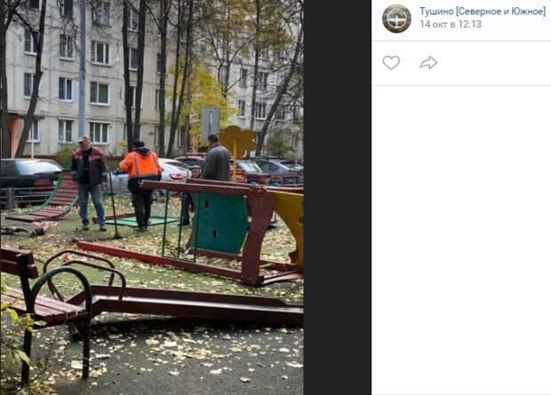 На улице Фомичевой демонтировали и аварийную горку, и упавшее дерево