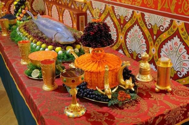 Инсталляция «Царский стол»./Фото: krugozor.ru