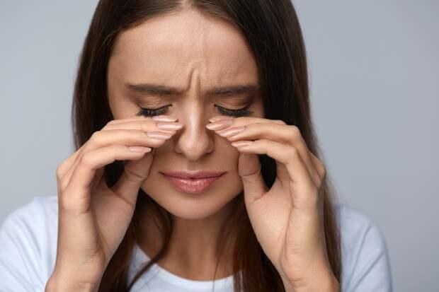 Почему дергается глаз? Как устранить эту проблему?