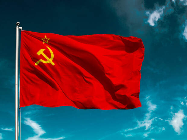 Пришло время восстановить в правах флаг СССР – эксперт