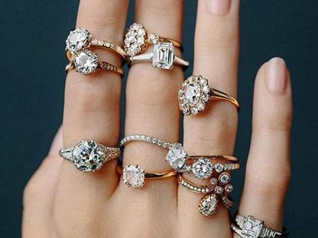 На каких пальцах не нужно носить кольца?