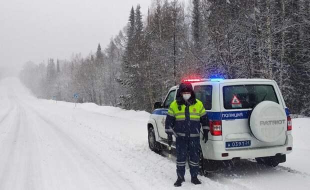 Сотрудники ГИБДД Красноярска призвали водителей не выезжать на дорогу на летней резине