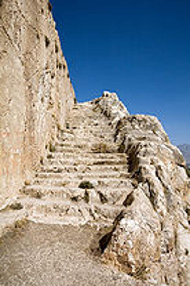 Tushpa Stairs01.jpg