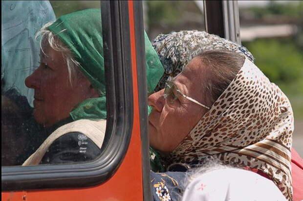 Пенсионеры... автобус... воспитание...